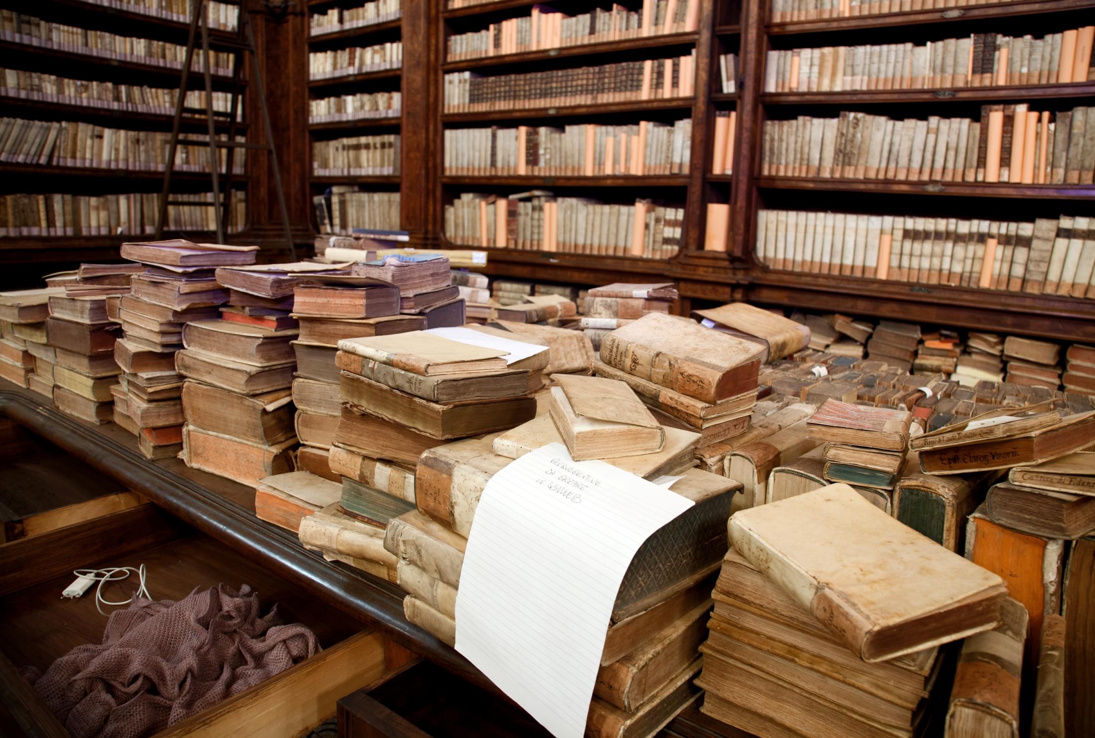 che cos'è la bibliologia, andrea de pasquale, carocci, bibliologia, università, recensioni, libro, storia del libro, stampa